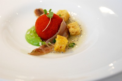 Tomata de penjar con rúcula y anchoa